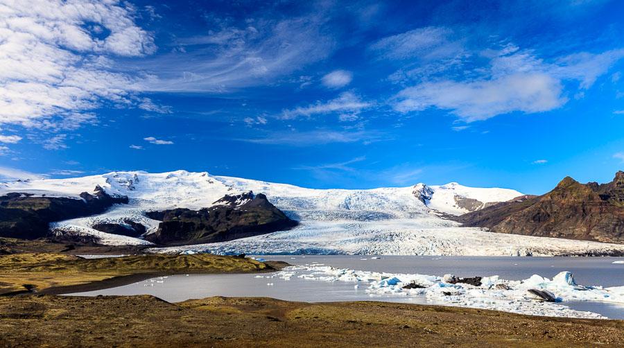 Glacier arm from the Vatnajökull glacier at Fjällsarlon,