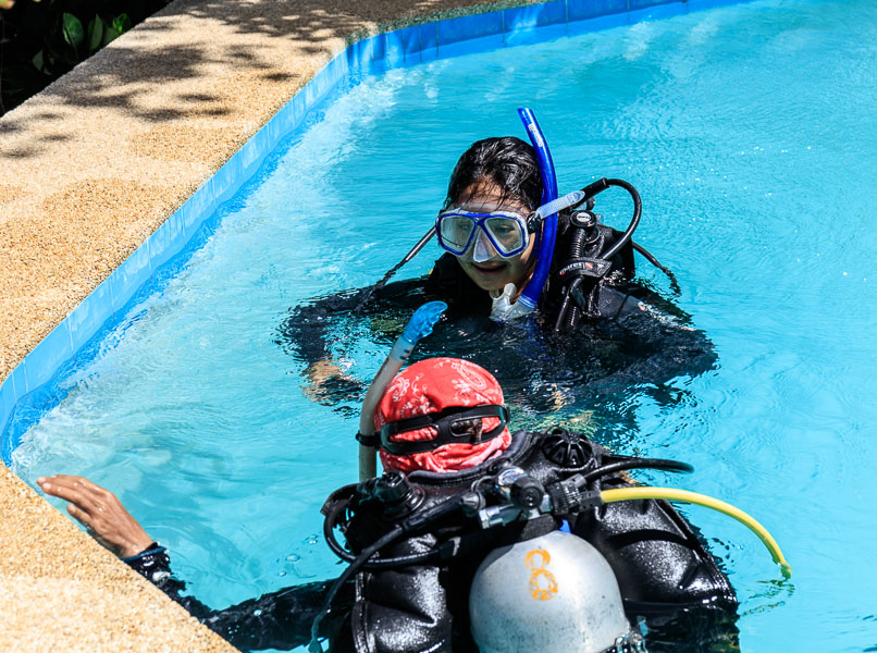 Mikee learned scuba diving in Bohol